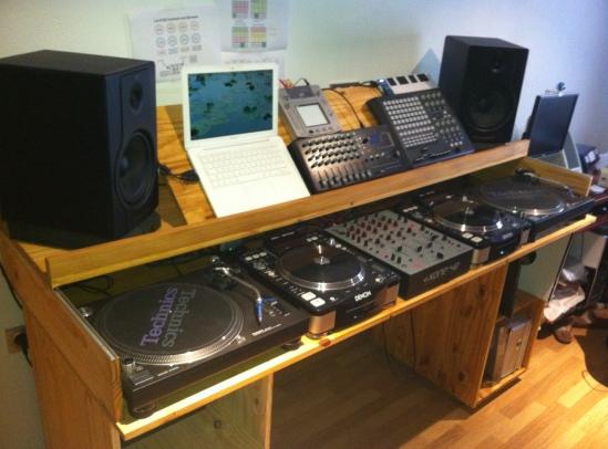 Mueble set dj casero homemade dj setup by digitaljoker - Muebles para dj ...